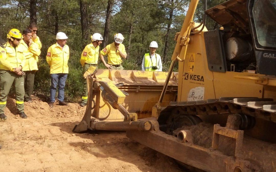 Trabajadores del Infoca y agentes de Medio Ambiente se forman en materia de control de fuego con maquinaria pesada