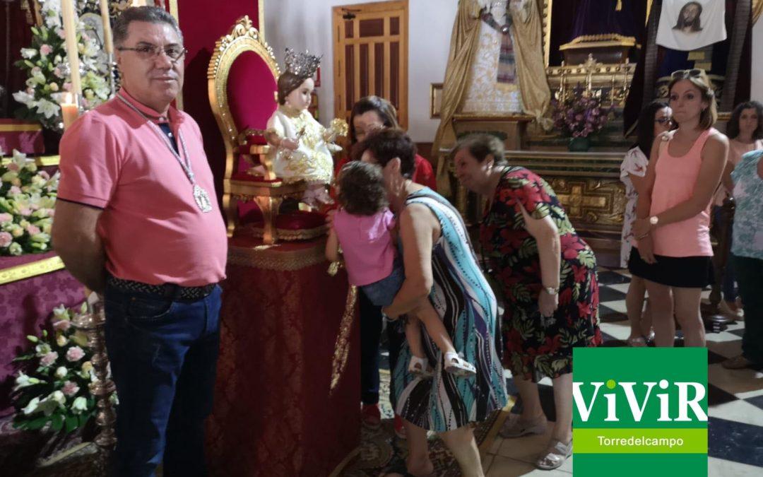 Besapie de la Virgen Niña con el que finaliza la novena en honor a la Patrona