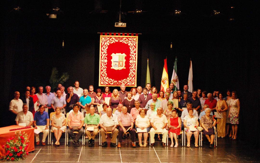 Los 92 concejales, alcaldes y vocales de Marmolejo y San Julián reciben un reconocimiento