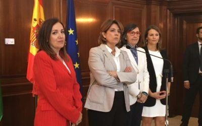 La consejera de Justicia e Interior, Rosa Aguilar y la ministra de Justicia, Dolores Delgado mantienen una reunión