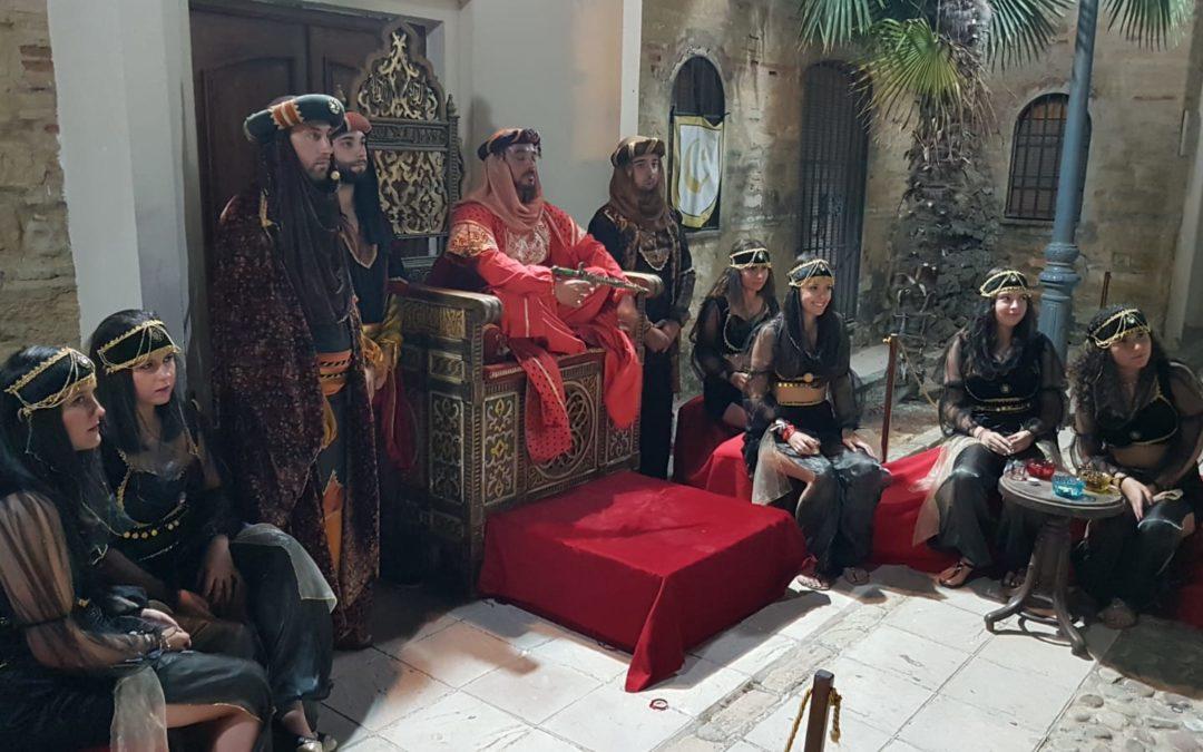 Casi 200 personas participan en la ruta teatralizada sobre el rey Alhamar