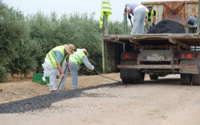 Comienzan los trabajos de bacheo en los caminos rurales