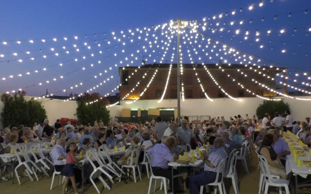 """Alrededor de 60 marmolejeños participan como voluntarios en la """"Cena de los mayores"""""""