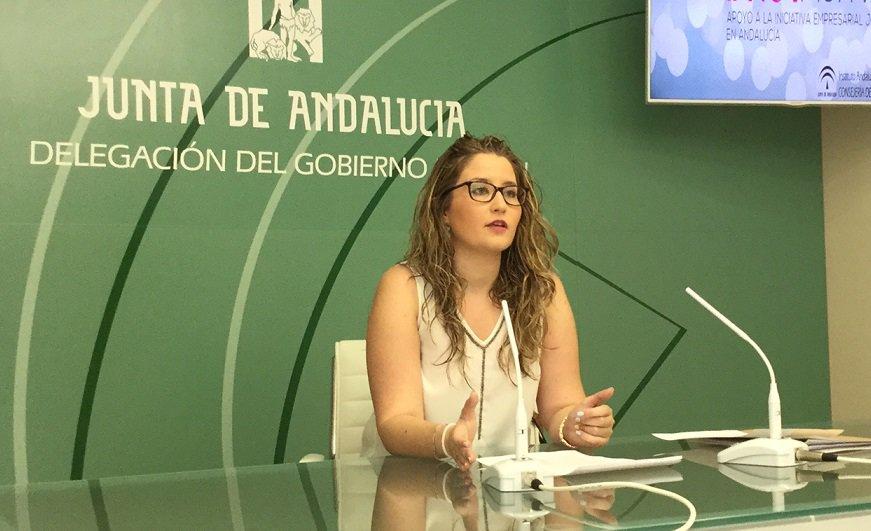 Castillo, entre los 9 municipios jiennenses que se benefician del servicio de Bibliopiscina del IAJ para impulsar el fomento de la lectura en verano