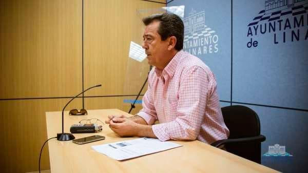 El PSOE expulsa al alcalde de Linares y presenta una moción de censura