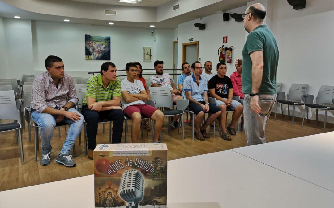 una decena de jóvenes participa en el taller de radio organizado por el área de Juventud