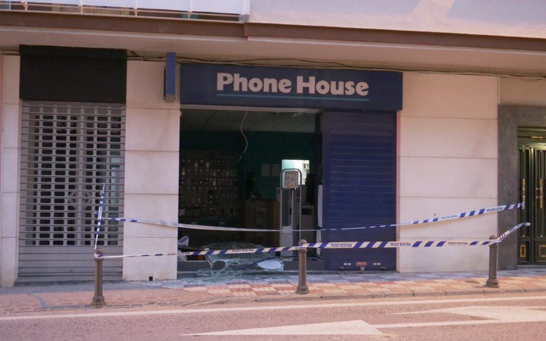 Detienen en Sevilla a los autores del robo en Phonehouse de Torredonjimeno