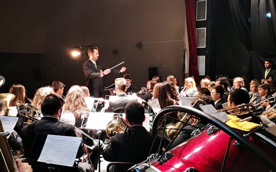 Alrededor de 200 personas colaboran con AFA Arjona asistiendo al concierto de la Lira Urgavonense