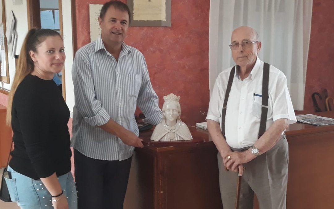 El escultor Miguel Peinado dona un busto de Santa Potenciana a la Residencia