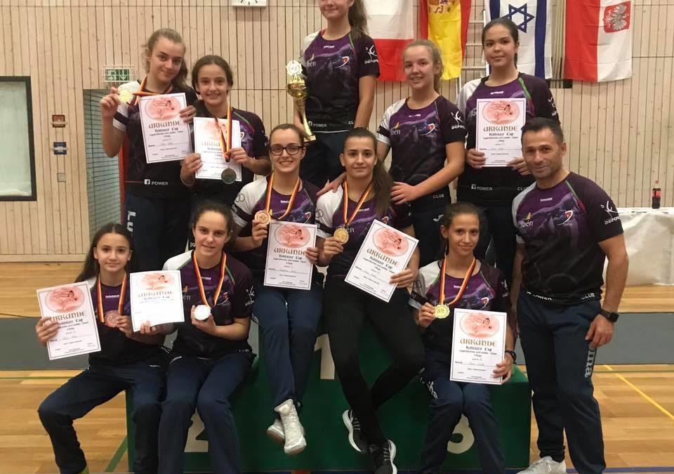 Gran actuación del equipo femenino de lucha en Alemania
