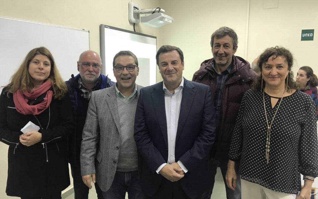 El periodista Francisco Javier Oliver ofrece una conferencia sobre deporte y sociedad