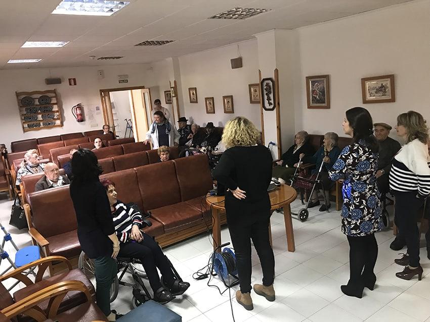 Mayores de la residencia Los Olivares realizan un taller sobre la violencia machista