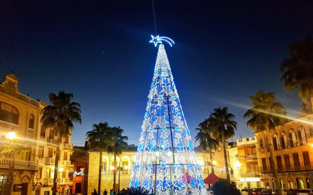 Queda inaugurado el decorado de Navidad en Torredonjimeno