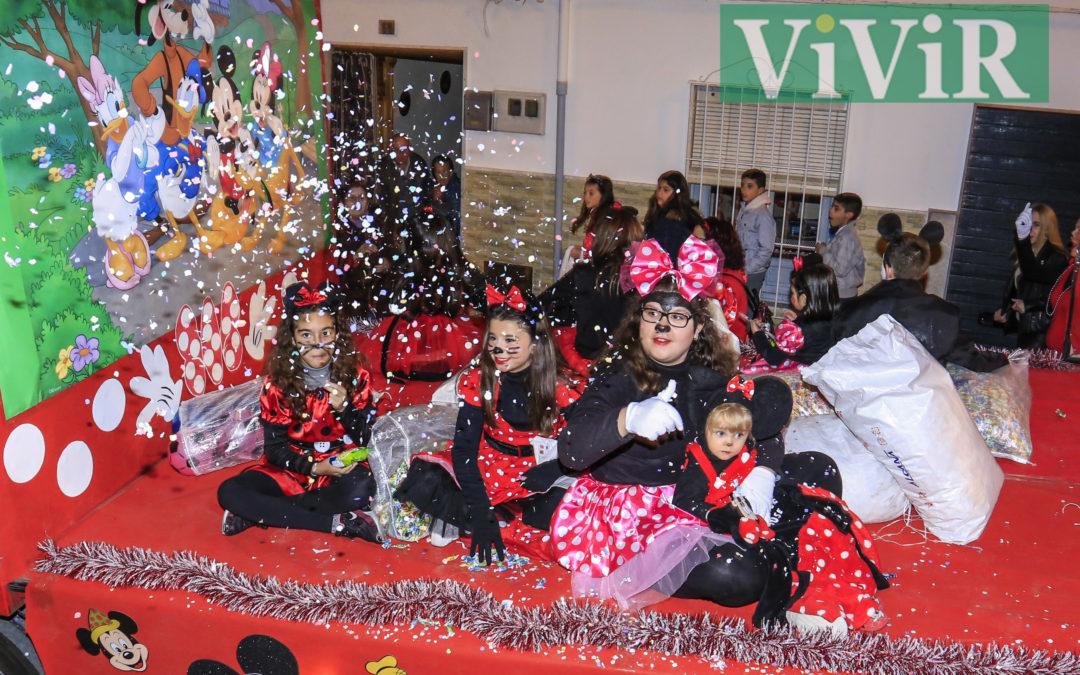 Los Reyes Magos repartieron felicidad por las calles de Castillo de Locubín