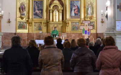 La parroquia de San Bartolomé de Torredelcampo recibe la Cruz de la Misión diocesana