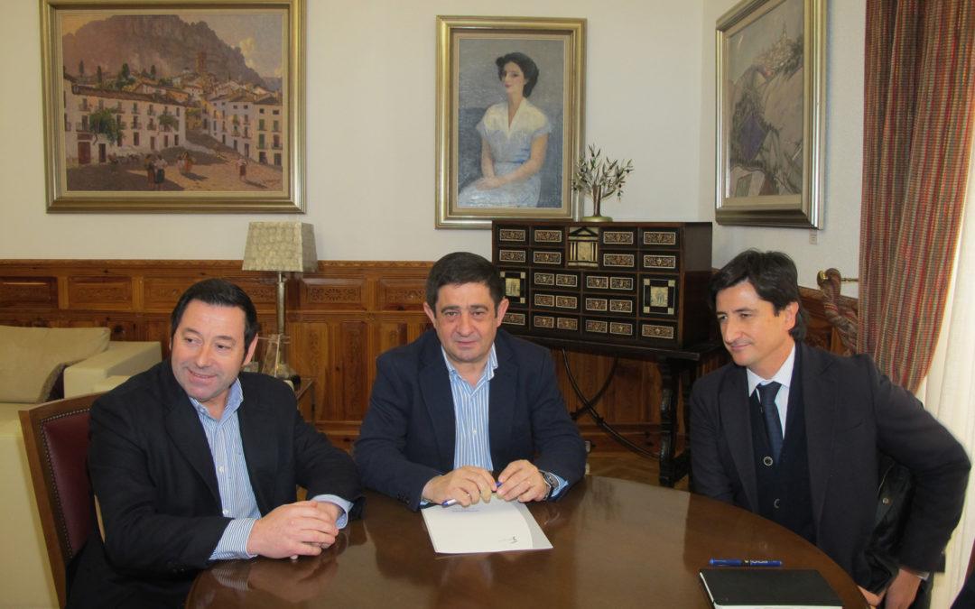 El presidente de la Diputación se reúne con el presidente y con el nuevo gerente de la Federación Provincial del Metal