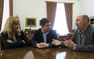 Francisco Reyes recibe a la secretaria general de UGT Andalucía