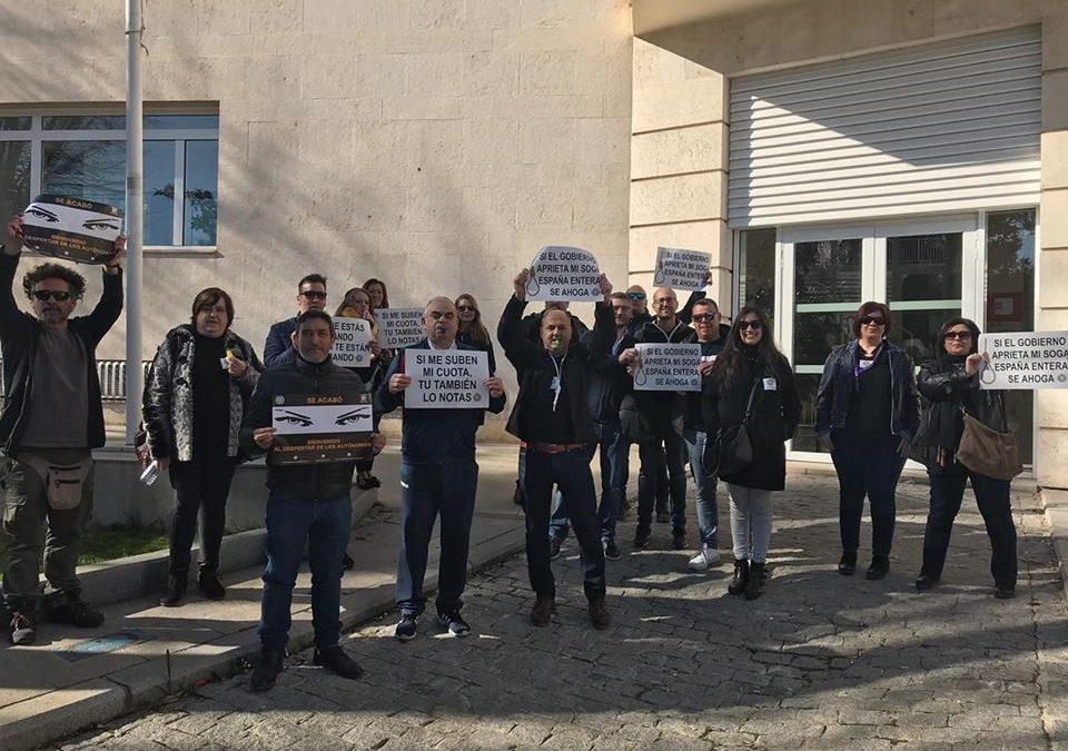 Autónomos de Torredonjimeno se suman a una concentración convocada por redes sociales