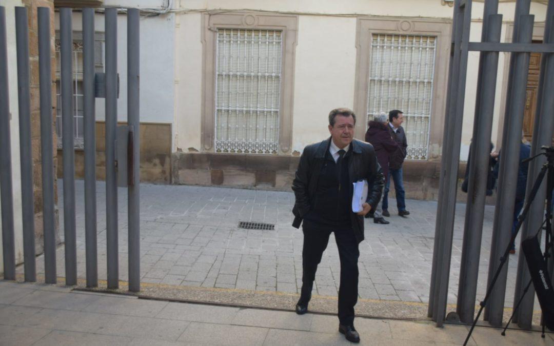Juan Fernández reitera que el dinero que el PSOE le acusa de robar, lo cobró con el acuerdo de su Grupo