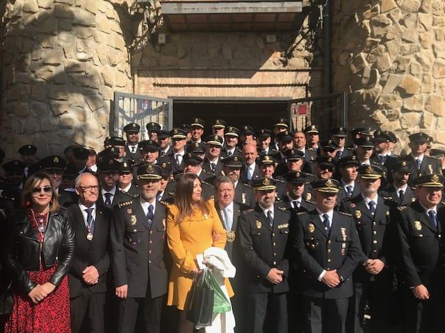 El Ayuntamiento entrega la medalla de la ciudad al Cuerpo Nacional de Policía de Linares