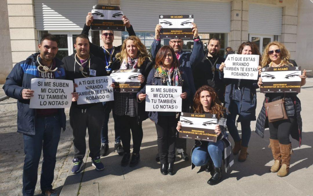 Autónomos de Torredelcampo se suman a una concentración convocada por redes sociales