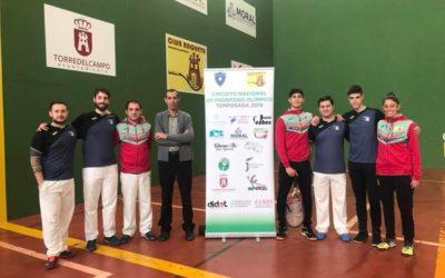 La Asociación Deportiva Club Raqueta presenta su equipo senior y Juvenil de cara a la temporada de competiciones en Frontenis Olímpico