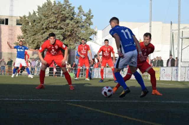 El Linares cosecha una nueva victoria tras ganar in extremis al Torreperogil