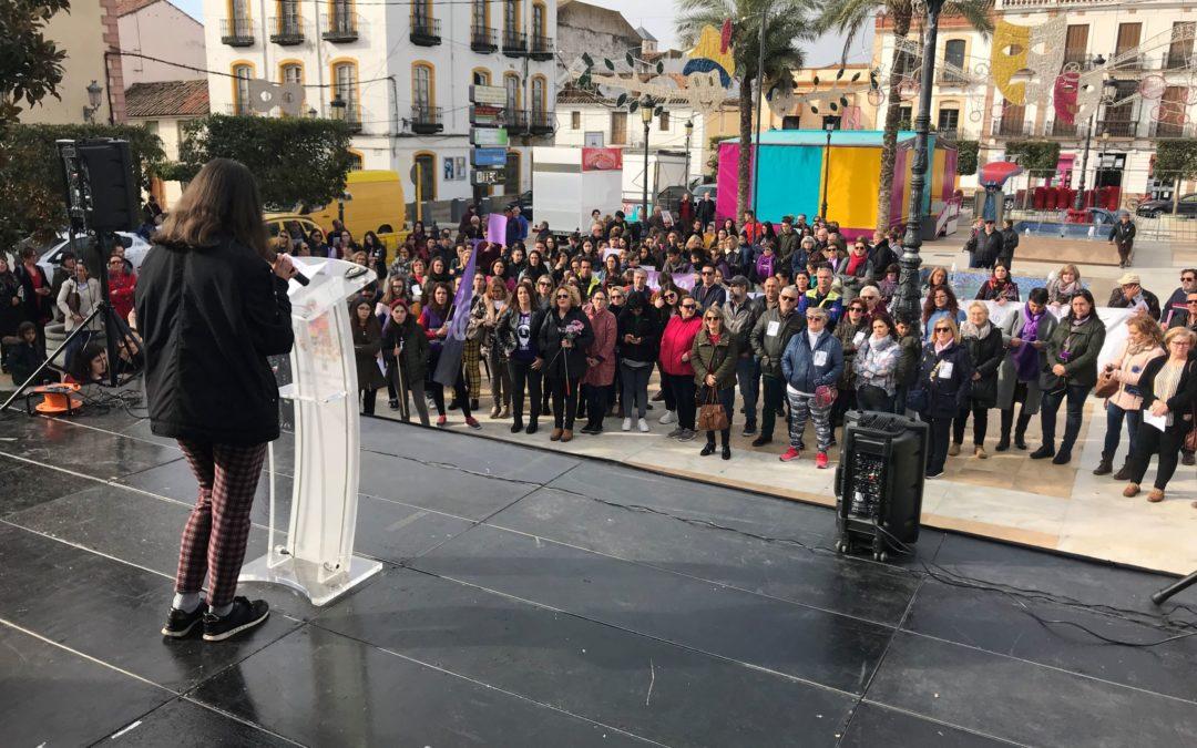 Concentración en la plaza del Ayuntamiento para conmemorar el Día de la Mujer