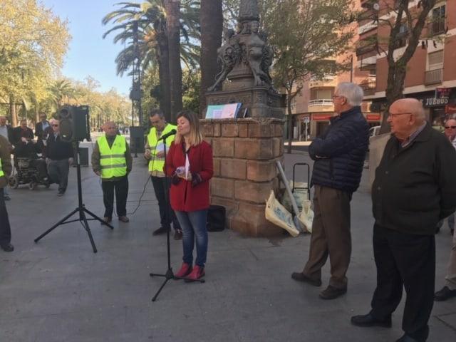 Laura Berja apoya a la Plataforma de Pensionistas de Linares