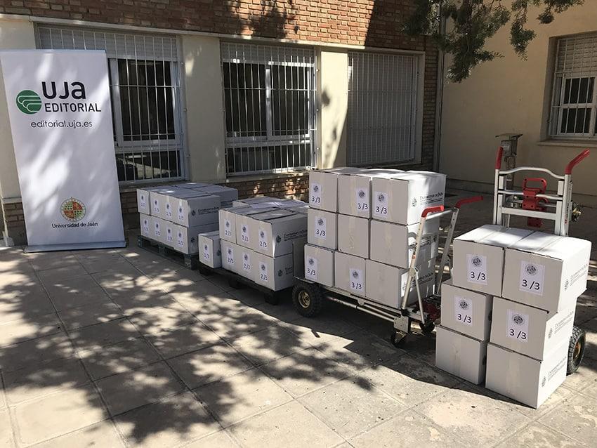 La UJA dona ejemplares de libros al Centro de Formación Permanente de Linares Paulo Freire