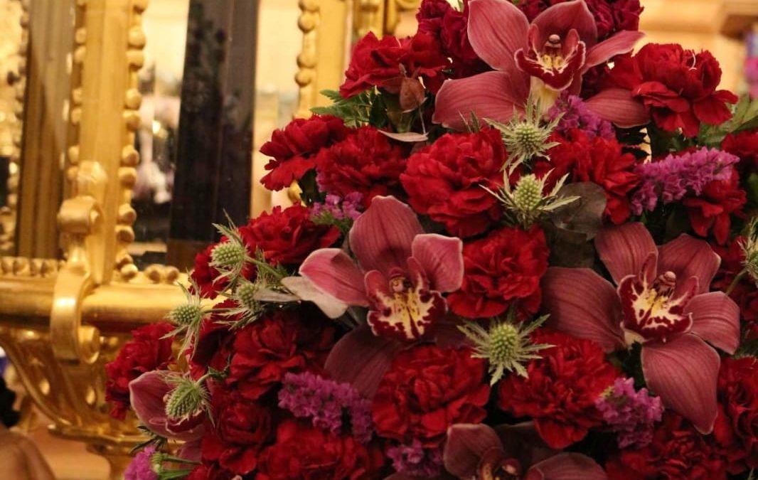 Julio Ángel Checa decora el altar del Camarín del Abuelo para el besapiés
