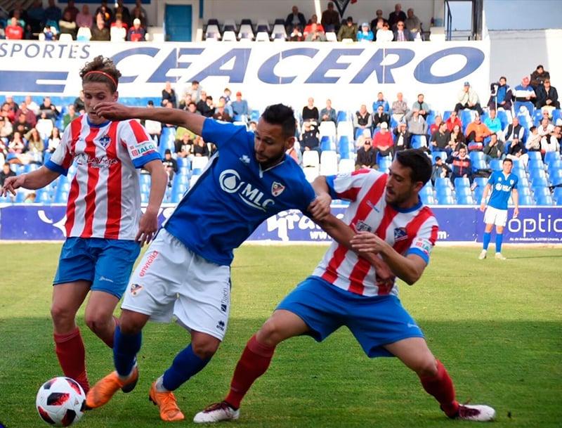 El Linares certifica su plaza en los playoff de ascenso a 2°B tras ganar por 2-1 al Poli Almeria.