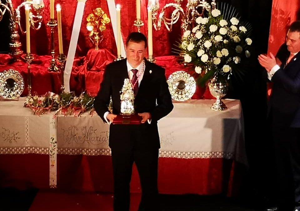 Gabriel Sola pregona a la Virgen de la Cabeza en Arjona arropado por los romeros de la localidad