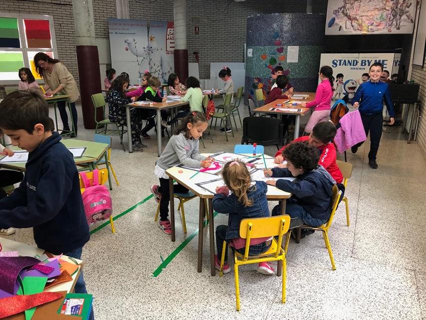 Veinticinco menores participan en el taller infantil de autorretrato divertido