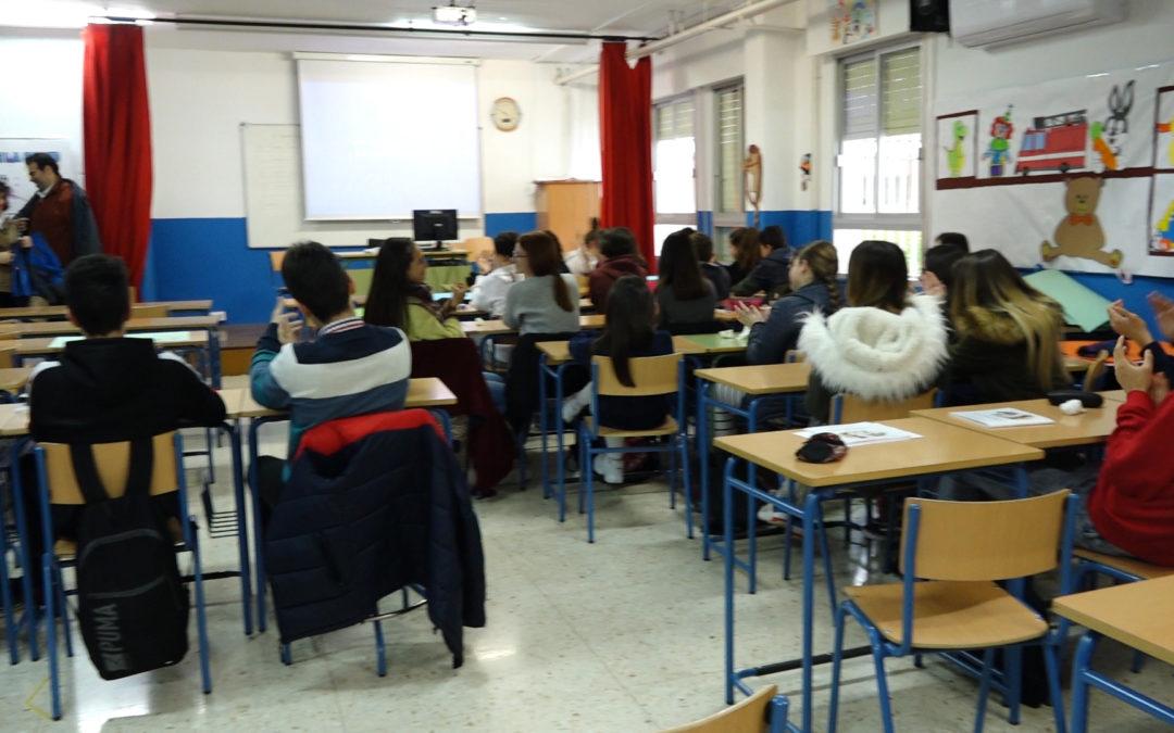Los alumnos del IES Acebuche participan en varias actividades para conocer las propiedades del aceite