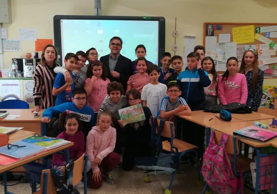 Alumnado del CEIP San Miguel conoce la obra del pintor Alfonso Parras a través de su hijo