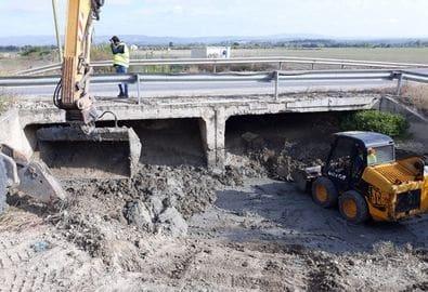 Limpieza y mejora del drenaje en el puente del Arroyo del Encantado