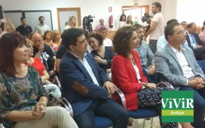 La ministra de Hacienda participa, junto a Paco Huertas, en un encuentro con empresarios locales