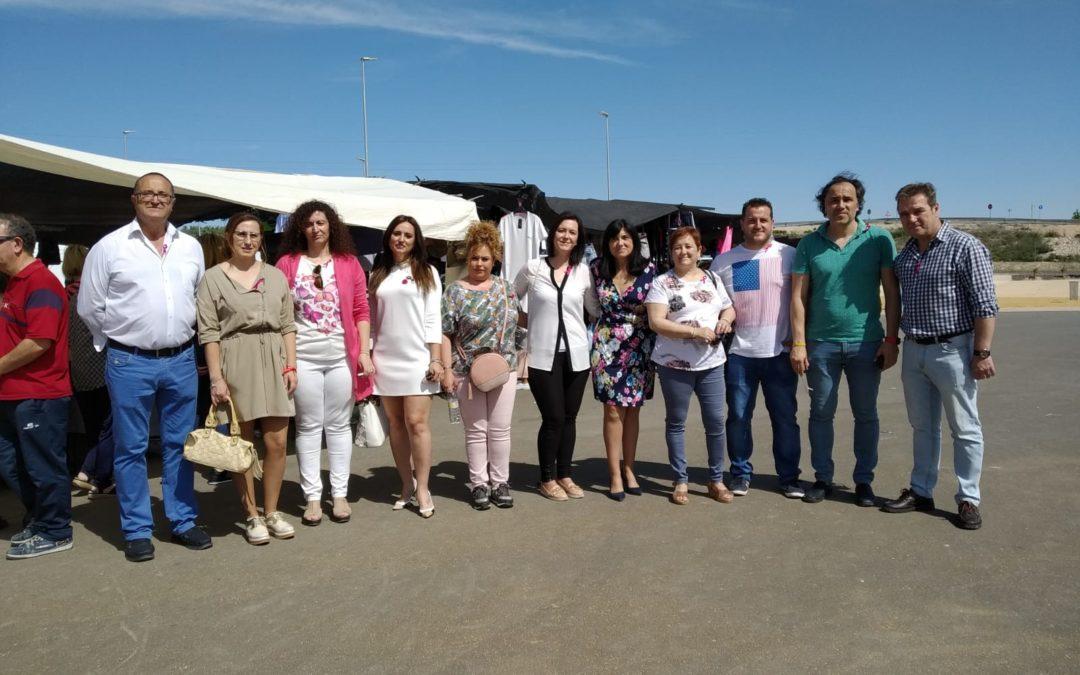Paseo electoral de la candidatura socialista en el mercadillo de Torredelcampo