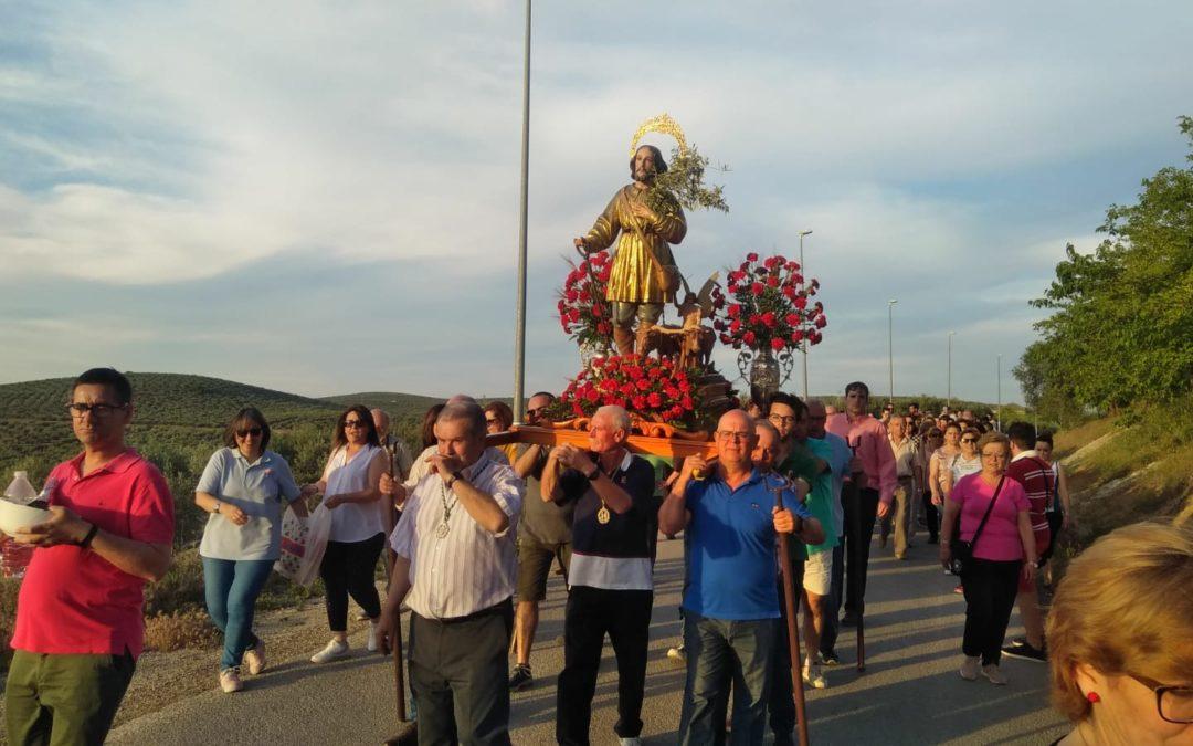 San Isidro procesiona por las inmediaciones de la ermita de Consolación