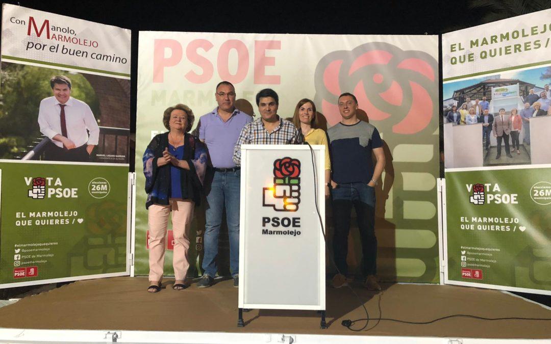 Los vecinos del barrio El huevo conocen el programa del PSOE de Marmolejo