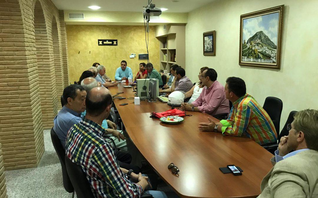 El PSOE presenta a los agricultores y regantes sus proyectos medioambientales