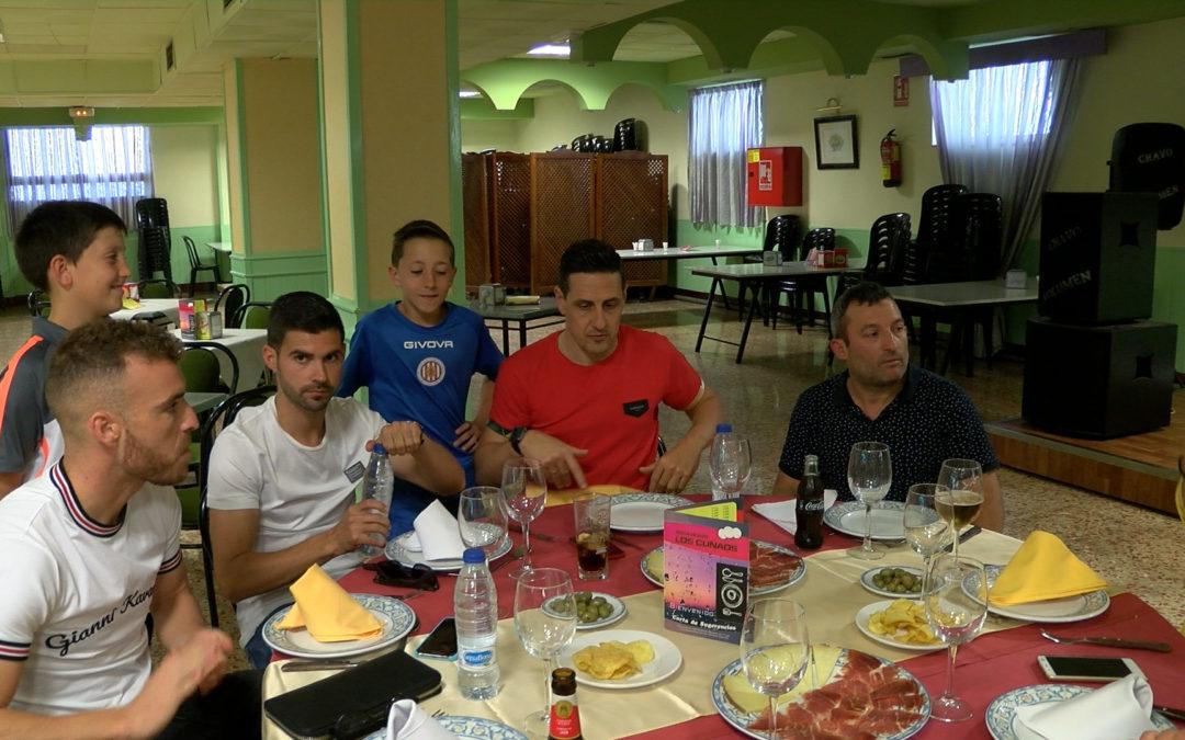 Los Cuñaos colabora en el Campus de fútbol Ciudad de Linares Cleardent