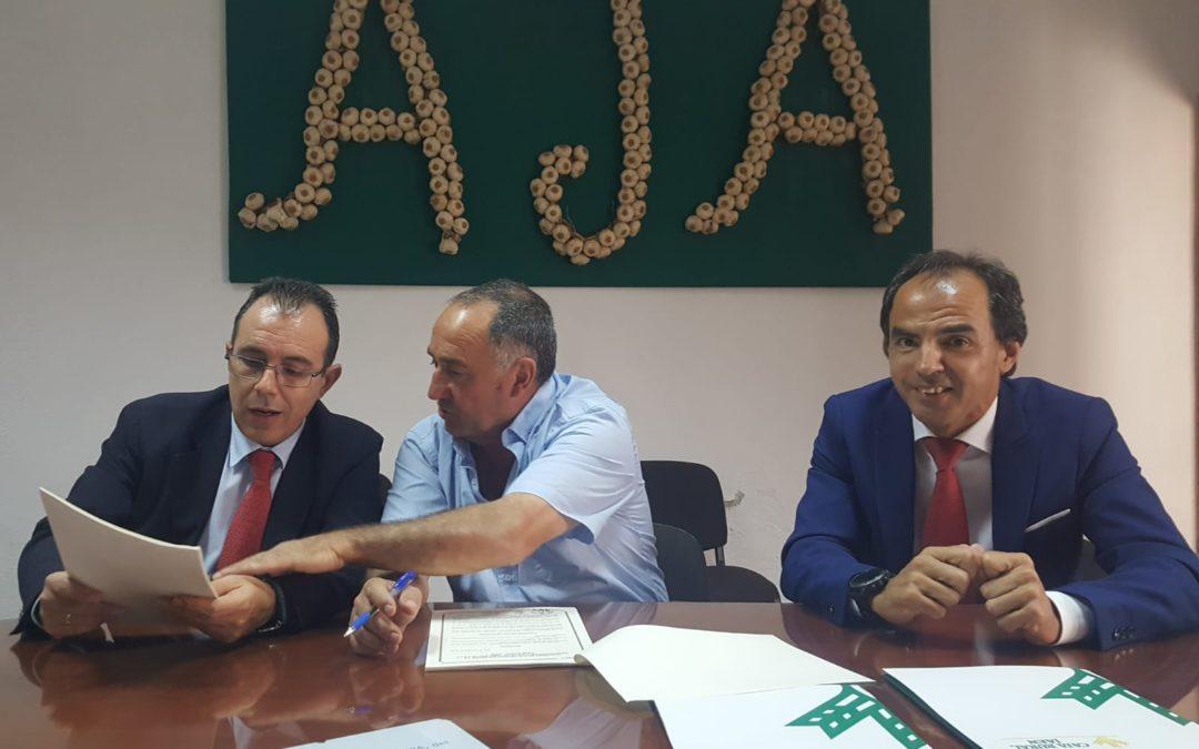 La Asociación de Ajeros de Jamilena y Caja Rural renuevan su convenio
