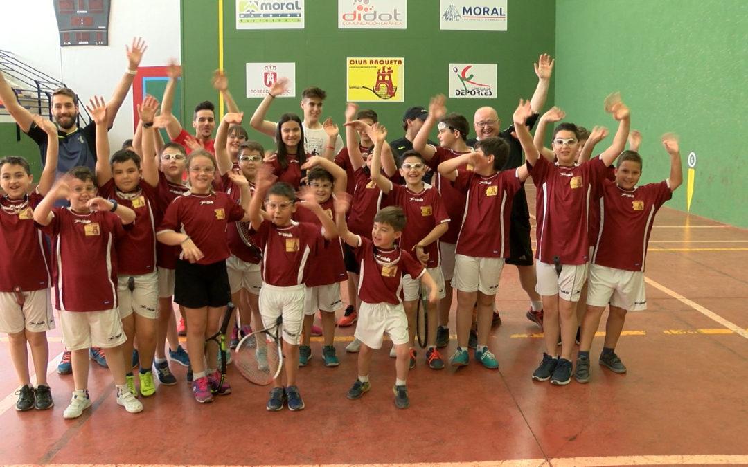La Escuela Municipal de Frontenis despide la temporada con un Torneo y jornada de convivencia