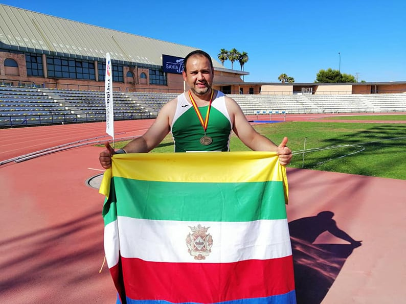 El Lanzador linarenseinternacional de Unicaja Carlos Hugo se despide con victoria por equipos