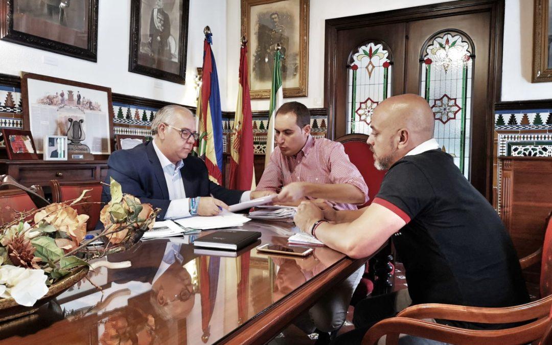 El delegado de Fomento y Cultura mantiene una reunión de trabajo con el alcalde de Arjona