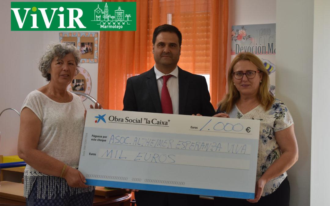 La asociación de familiares de enfermos de Alzhéimer «Esperanza viva» recibe 1000 euros de La Caixa