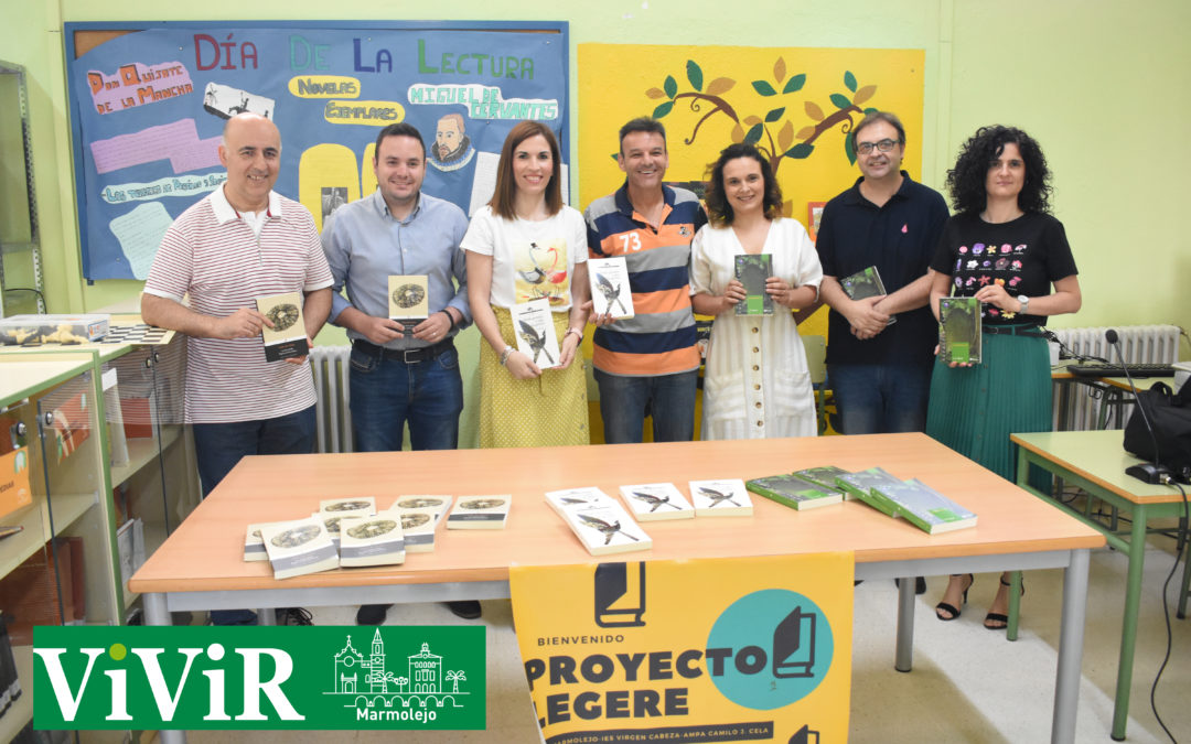 Donación de libros para continuar con los clubes de lectura en el instituto