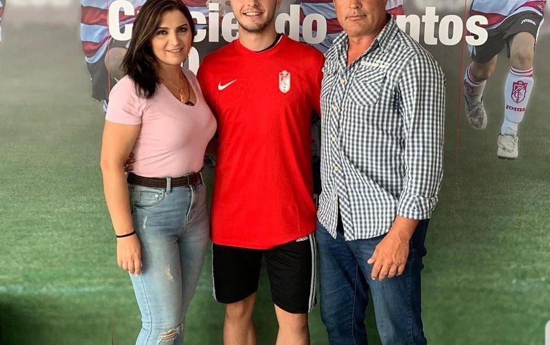 Álvaro Jiménez ya es nuevo jugador del Granada con contrato profesional